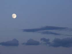07_0925_moon1.jpg