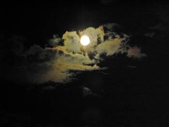 09_0707_moon2.jpg